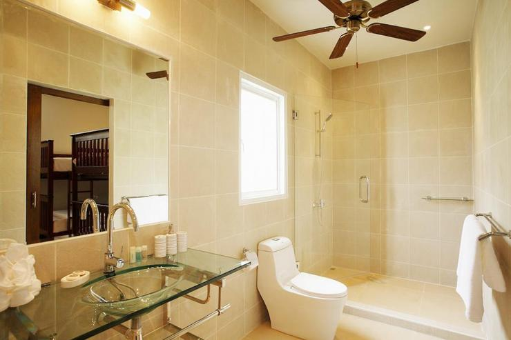 Amber villa (V01) - Bathroom with large walk-in shower, shared by guests in bedrooms 5 and 6