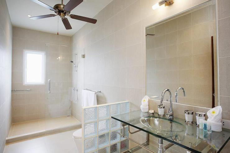 Amber villa (V01) - Large private bathroom for bedroom 2, with walk-in shower