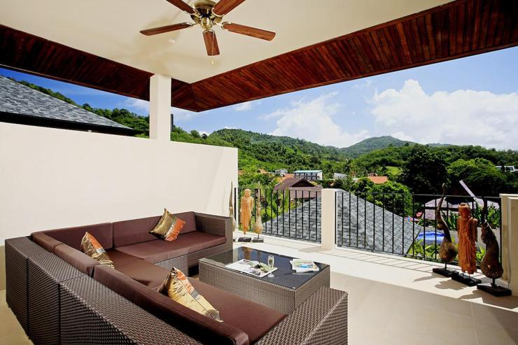 Amber villa (V01) - Upstairs balcony with soft seating and view across the valley