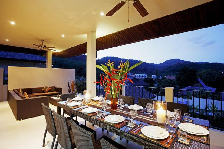 Amber villa (V01) - Spacious undercover balcony with dining table seating 12