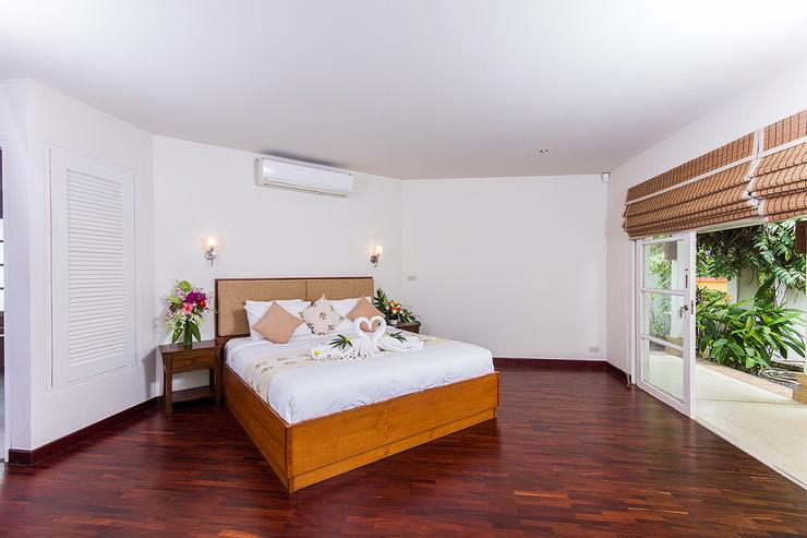 Bedroom 1 - spacious with a wonderful pool view