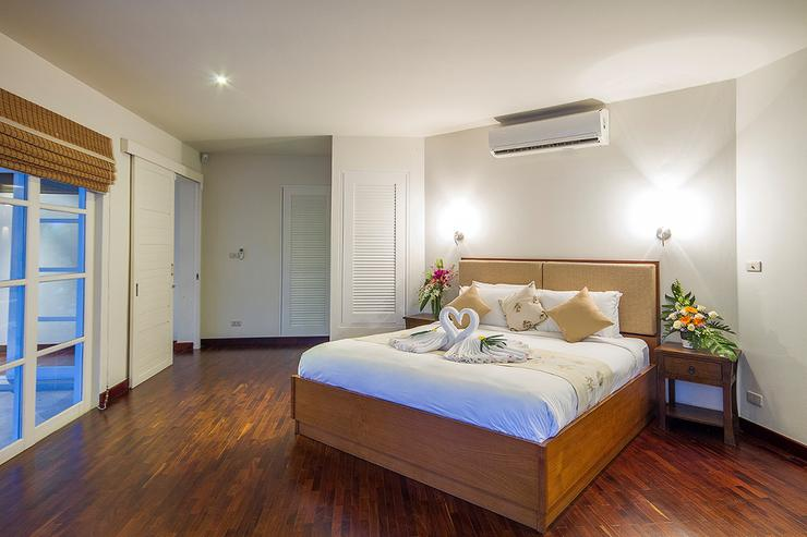 Baan Arun - Bedroom 1 - spacious with a wonderful pool view