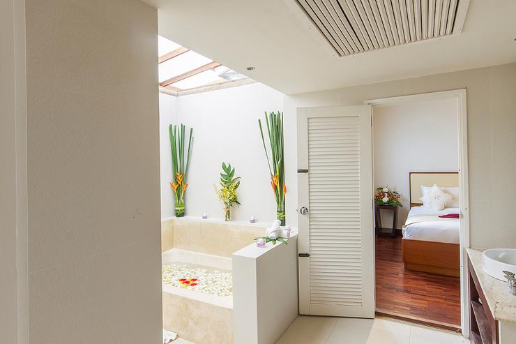 Baan Arun - Bathroom 3 - Shared with bedrooms 3 and 4, clean and spacious complete with everything you need