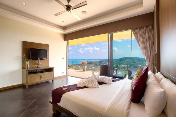 Master bedroom 3 with ocean-view balcony, en-suite and king-sized bed