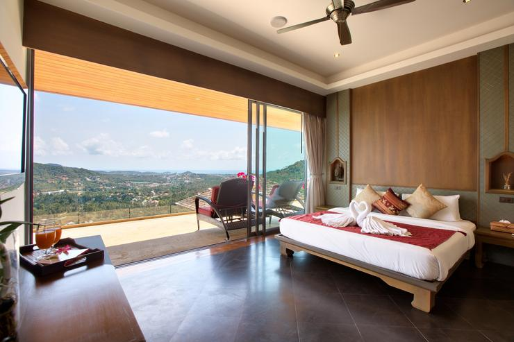 Master bedroom 5 with ocean-view balcony, en-suite and king-sized bed