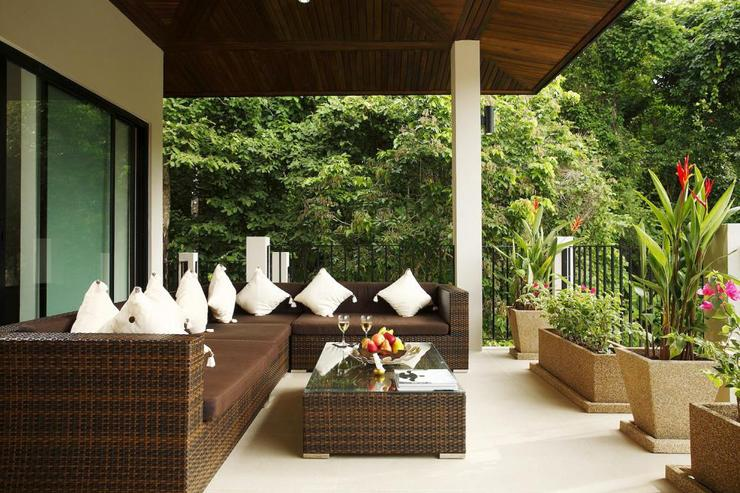 Coral Villa (V03) - Balcony soft seating area, with outdoor stairway leading to swimming pool and sundeck