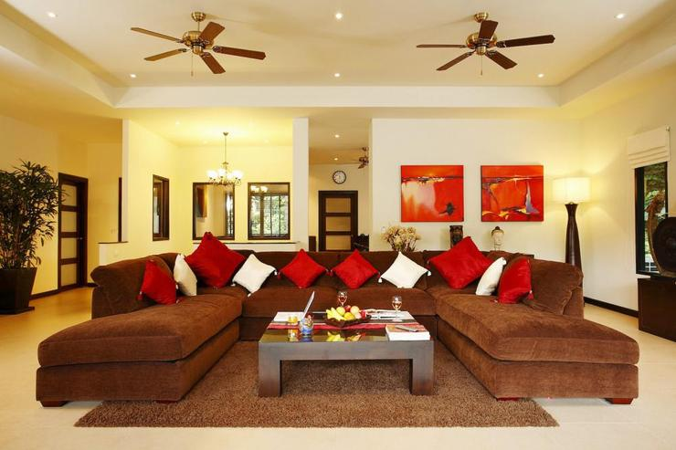 Coral Villa (V03) - Large, comfortable sofa in the living room, complete with 50 inch flat screen TV