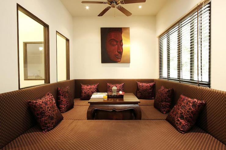 Thai style sitting area, ideal for relaxing while waiting for food to be prepared