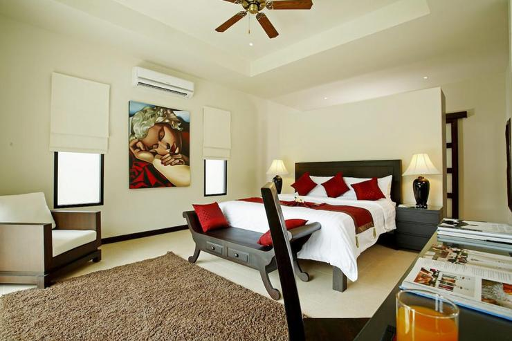 Master bedroom with king-size bed, air conditioning, ceiling fan and en-suite bathroom
