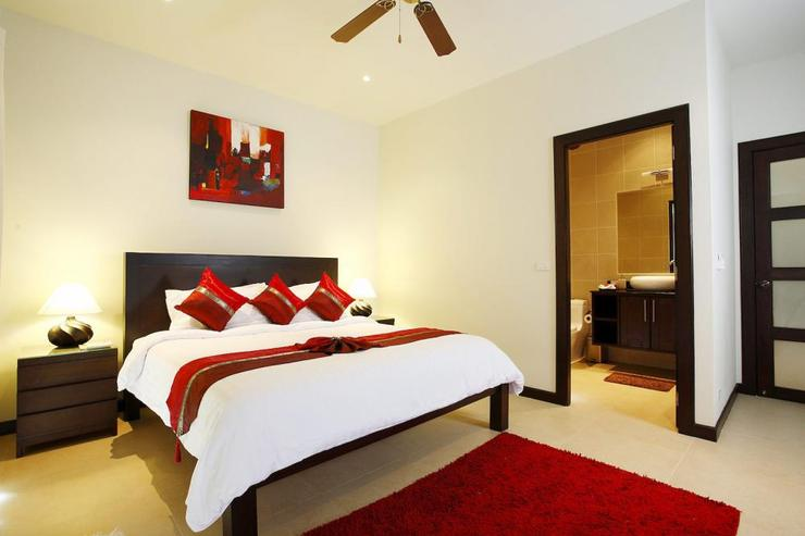 Bedroom 4 with king-size bed and en-suite bathroom