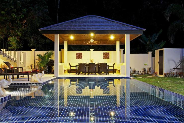 Coral Villa (V03) - The sala, complete with seating and dining table for 10 guests