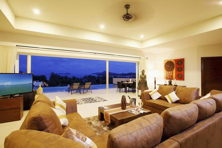 Diamond View (V05) - Spacious main living room, with direct access to swimming pool and sundeck