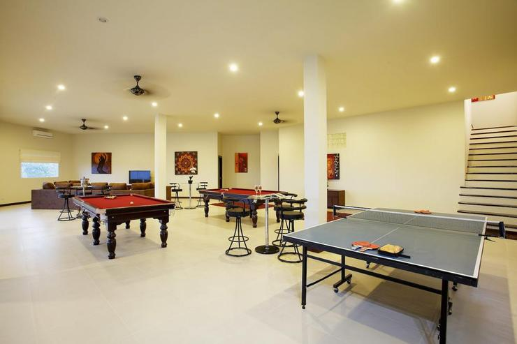 Diamond View (V05) - Games room, complete with two pool tables and table tennis table