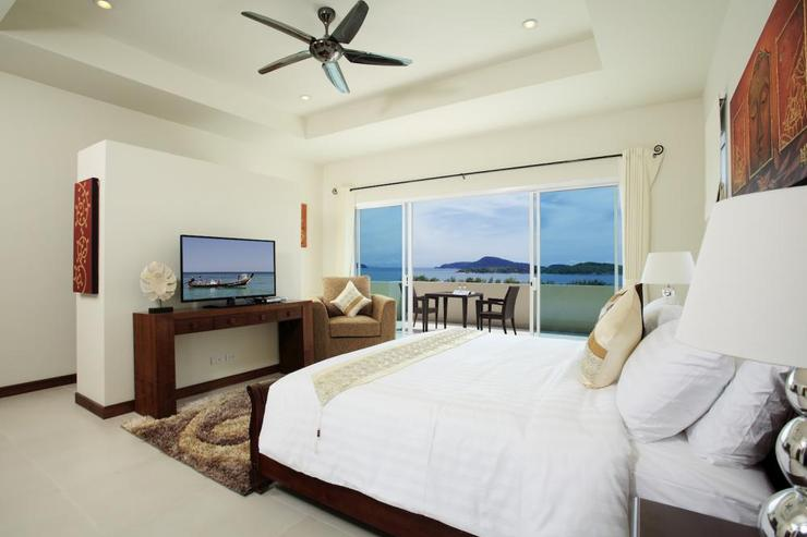 Diamond View (V05) - Bedroom 2, with king-size bed, en-suite bathroom, flat screen TV, DVD player and cable channels
