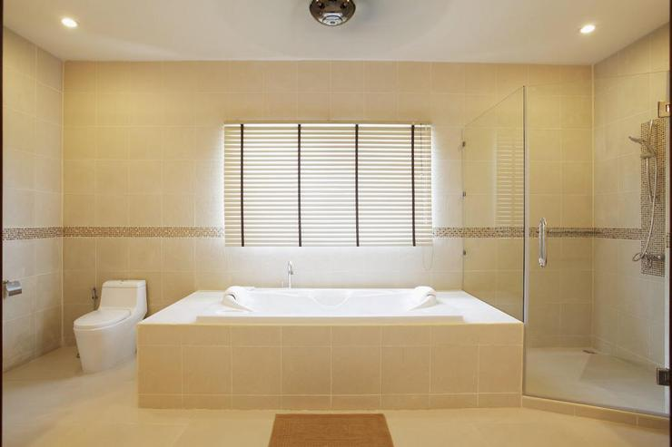 Diamond View (V05) - Master bedroom en-suite bathroom, with large bath, walk-in shower and two hand basins