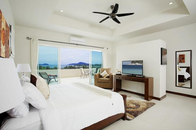 Diamond View (V05) - Bedroom 5 with king-size bed, en-suite bathroom and flat-screen TV