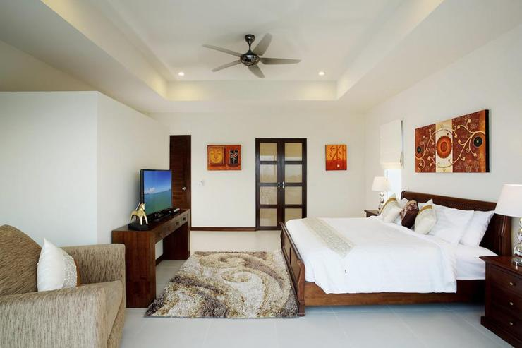 Diamond View (V05) - Bedroom 5 with king size bed, en-suite bathroom and flat screen TV