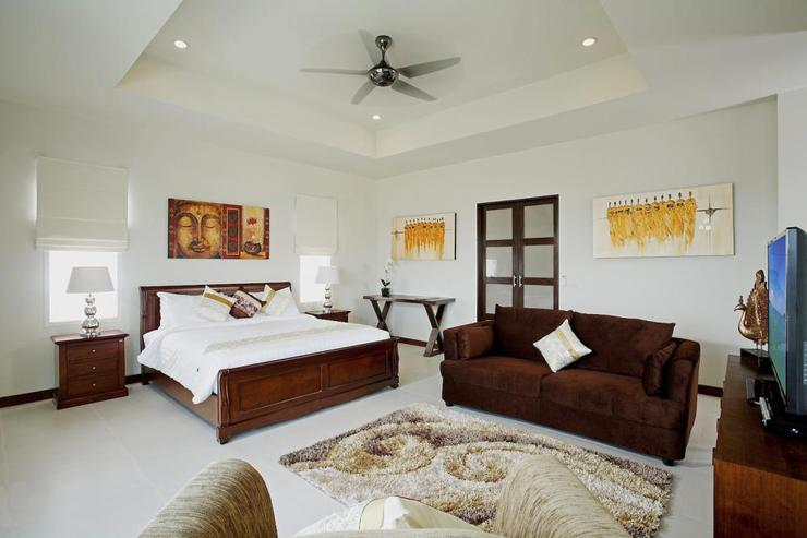 Diamond View (V05) - Bedroom 4 (or 2nd Master suite) with living area, private balcony, en-suite bathroom and flat screen TV