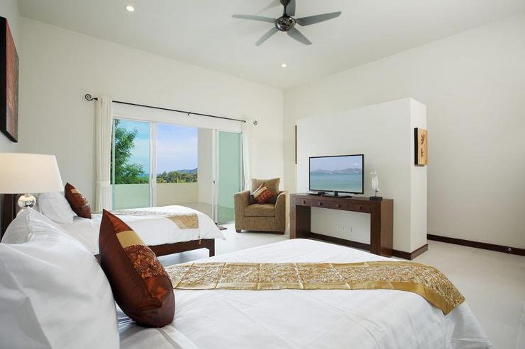Diamond View (V05) - Bedroom 6 with twin single beds, TV, DVD Player, Cable channels and en-suite bathroom