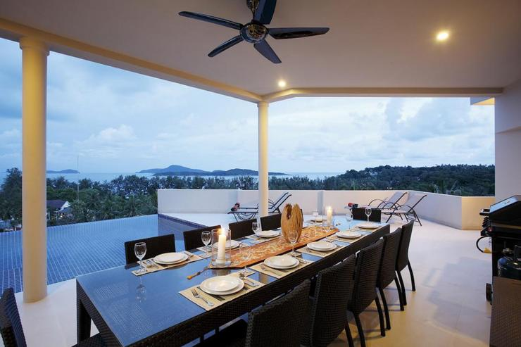 Diamond View (V05) - Large outdoor undercover dining table, perfectly located for al fresco dining and BBQs