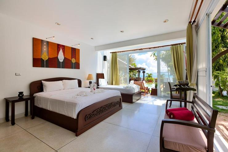 Emerald Sands - Bedroom 2 - boasting queen-sized bed and additional day bed