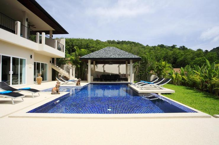 Large private swimming pool, with feature sundeck