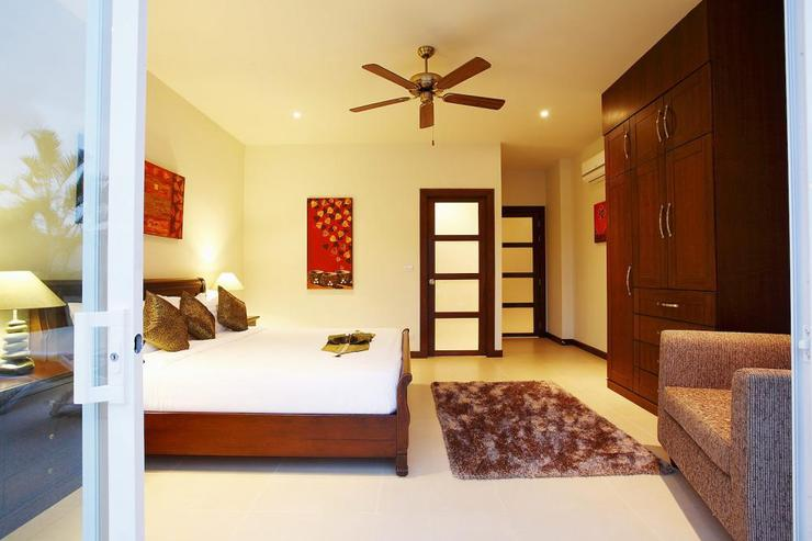 Jade villa (V08) - Bedroom 4 with king size bed, air conditioning and ceiling fan