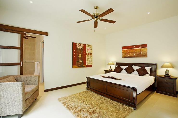 Jade villa (V08) - Bedroom 5 with king size bed, shared en-suite bathroom and direct access to the outside garden area