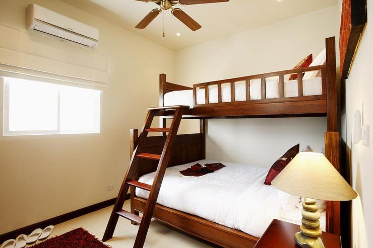 Bedroom 2 with Queen size bed and single bunk above