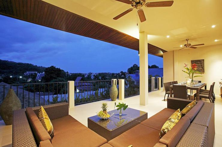 Jade villa (V08) - Soft seating on balcony to relax and enjoy evening sundowners while overlooking the views of the valley