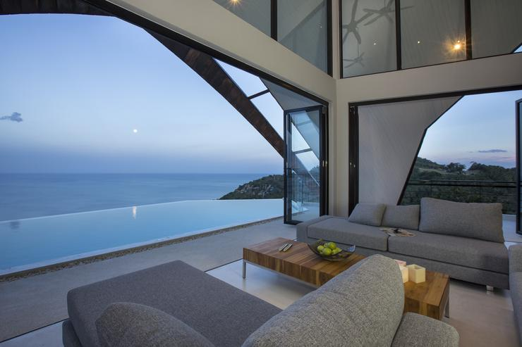 Moon Shadow - Sit back and relax in the lounge area without jeopardizing that unbelievable view