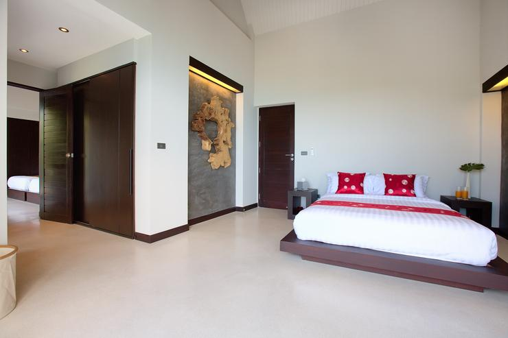 Moon Shadow - Master bedroom 2 - spacious living and amazing views from your own bed...