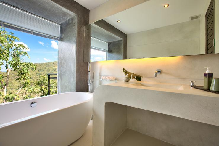 Moon Shadow - One of 4 stunning en-suite bathrooms, tastefully finished with bath & shower