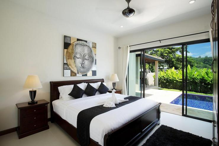 Bedroom 2, with king-size bed, opens directly onto the sundeck