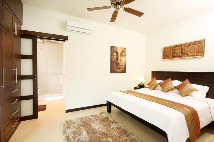 Opal Villa (V11) - Bedroom 5 with shared en-suite bathroom, air conditioning and ceiling fan