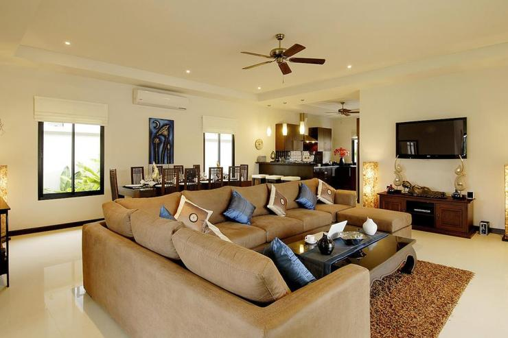 Large open plan living room with comfortable sofa and flat screen TV, DVD Player and cable channels