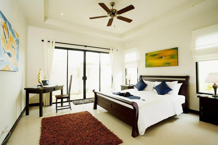 Pearl Villa (V12) - Bedroom 4 (downstairs) with king size bed, en-suite bathroom