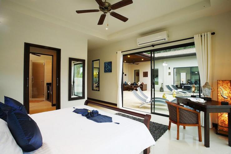 Master bedroom with king size bed, en-suite bathroom and direct access to swimming pool