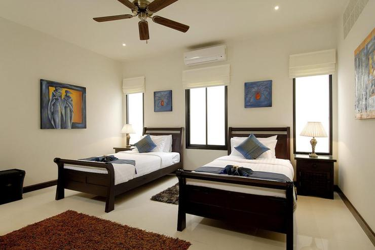 Bedroom 3 with twin single beds, air conditioning and ceiling fan