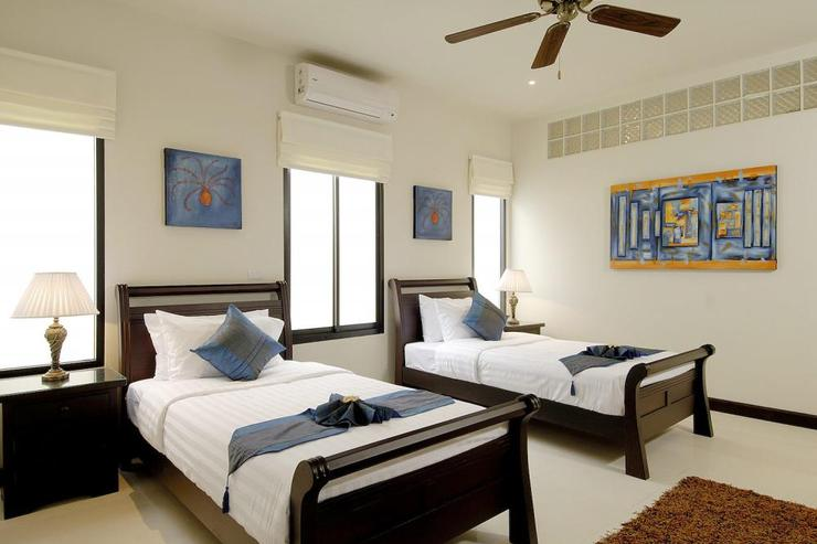 Pearl Villa (V12) - Bedroom 3 with twin single beds and sharing family bathroom with bedroom 2