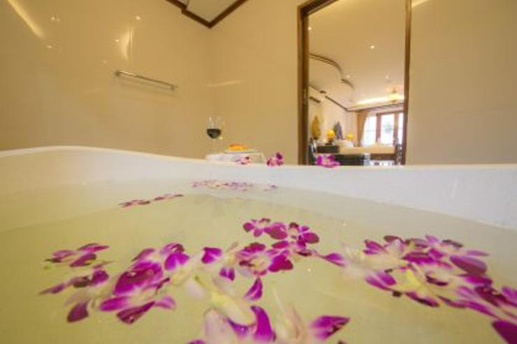 Royal Thai Villa - Marble Polish Bath