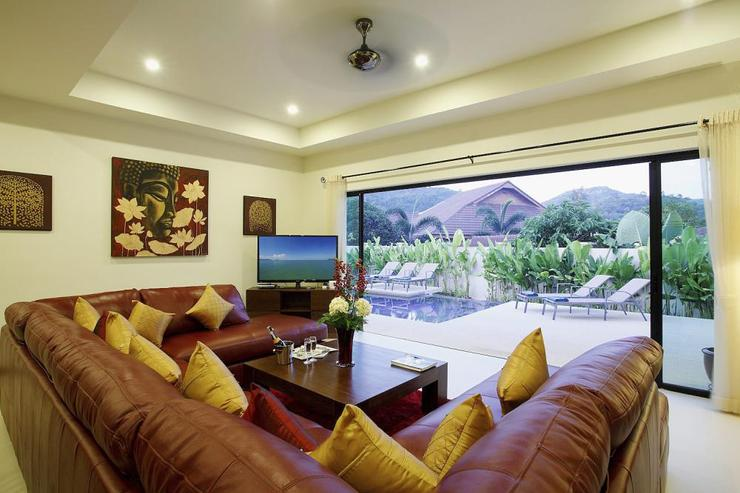 Ruby Villa - Open plan living room opening directly onto the sundeck and private swimming pool
