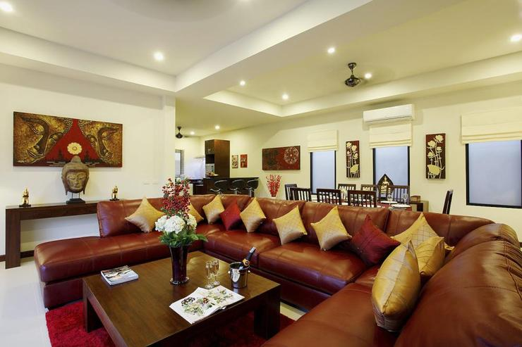 Ruby Villa - Open plan living room, with dining table located behind