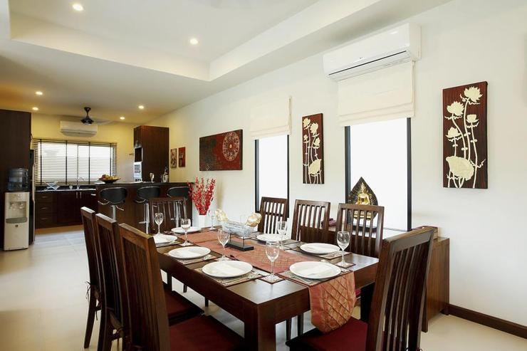 Ruby Villa - Open plan dining room with dining table for 8 guests