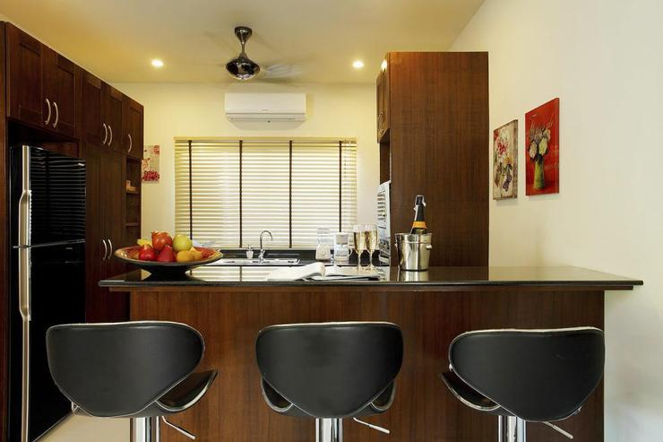 Modern fully-equipped kitchen, complete with breakfast bar