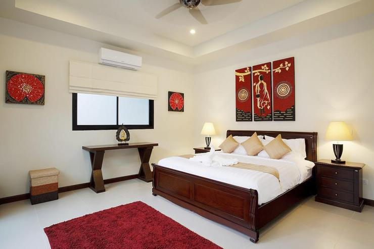 The Master bedroom offers a king size bed, white linen bedsheets, air con, ceiling fan and en-suite bathroom