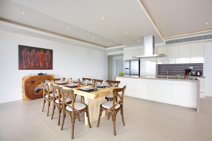Serene Penthouse - Plenty of dining space for all guests