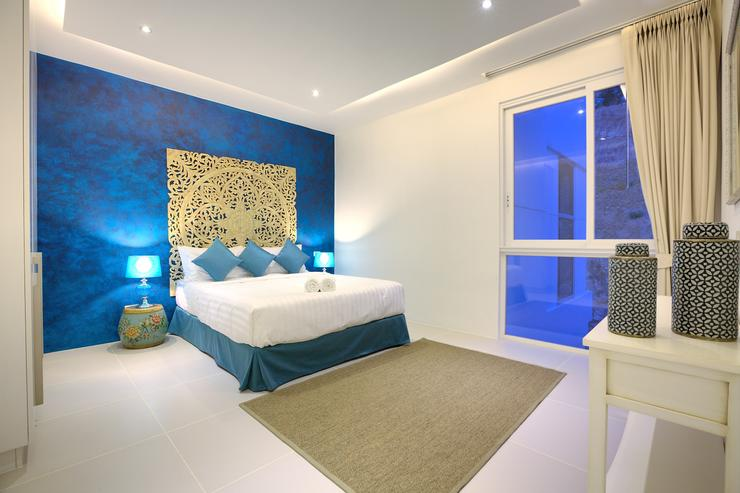 Serene Penthouse - Spacious Master bedroom 1 with en-suite bathroom