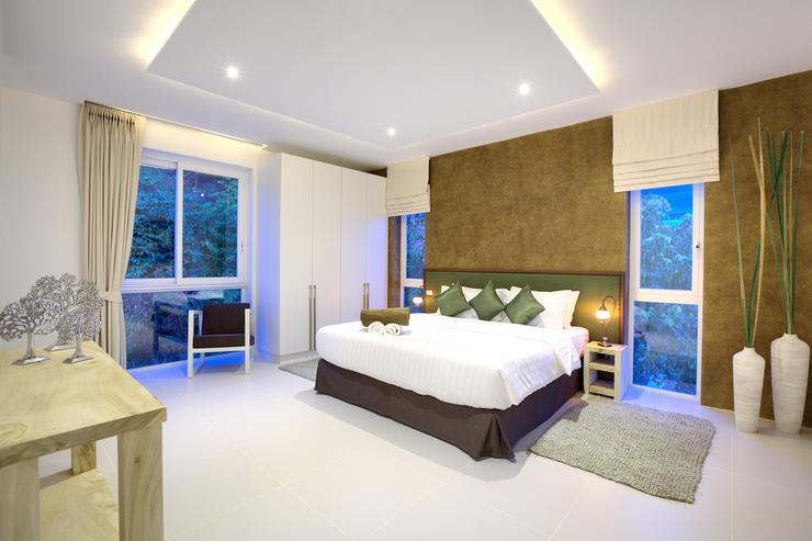 Spacious Master bedroom 2 with en-suite bathroom