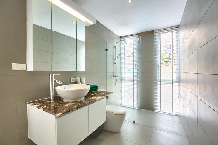 Master Bathroom 1 - spacious and modern